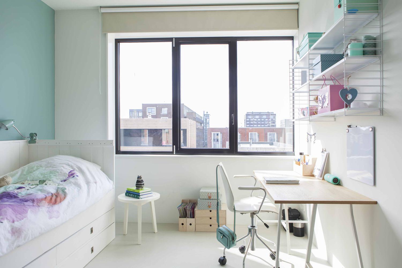 lichte-meidenkamer-moderne-villa-amsterdam