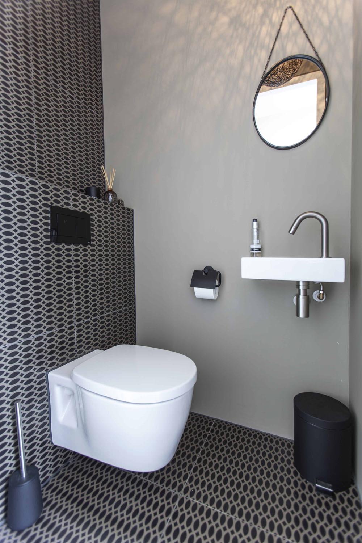 tiles-toilet-intercodam-amsterdam