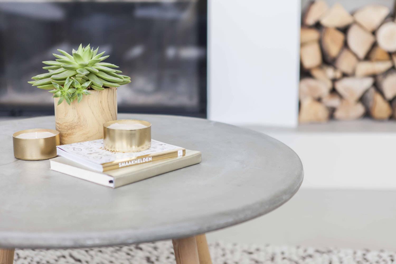 villa-amsterdam-ijburg-woonkamer-beton-tafel